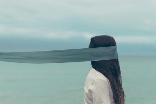 alene trist pige ked ensom (Foto: Unsplash)