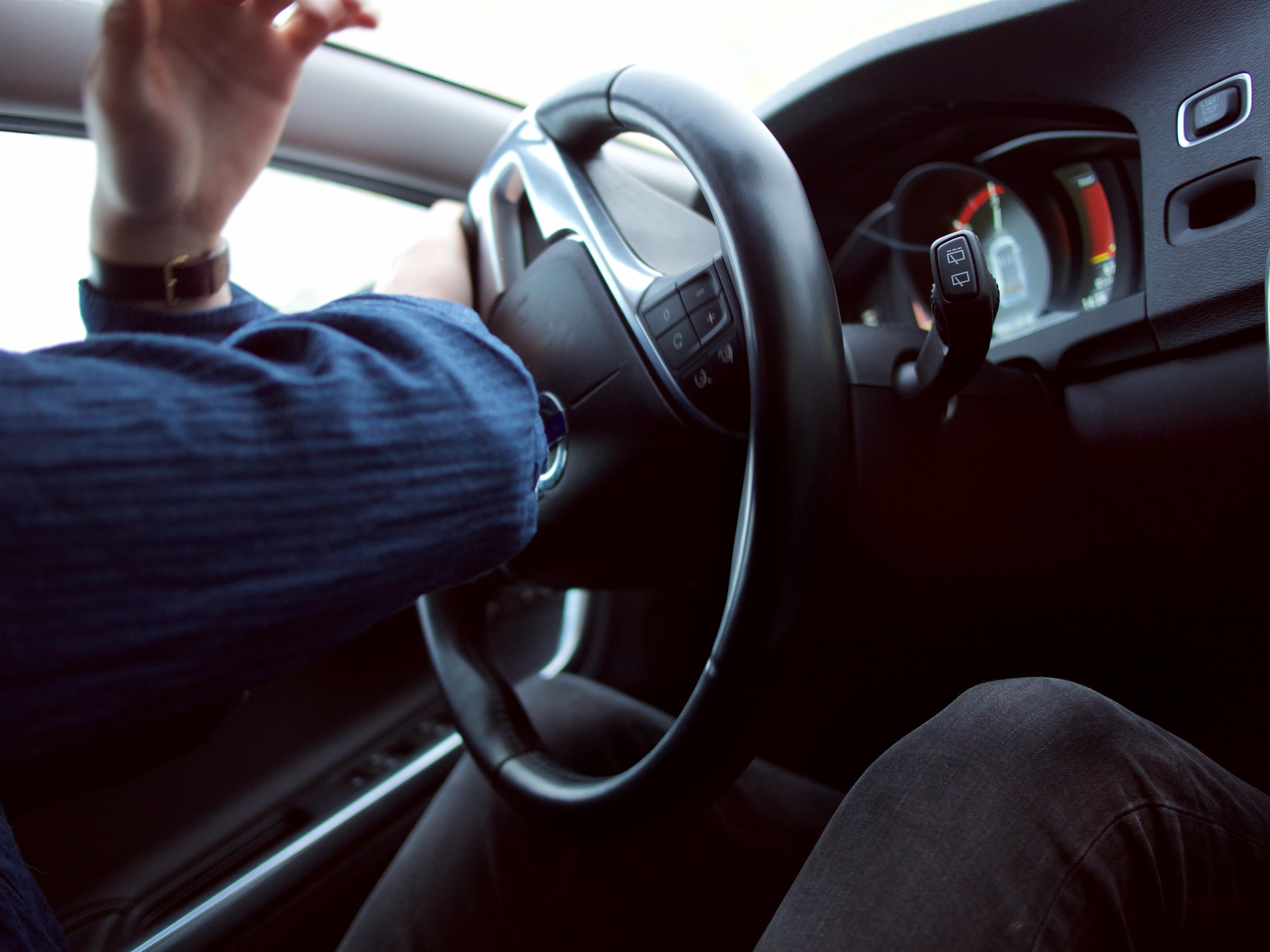 Regeringen vil sætte en stopper for vanvidskørsel, car, bil, bilrat. (Foto: Unsplash)
