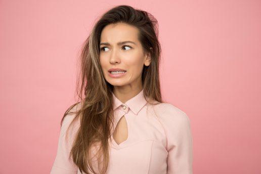 fashion fears pige kvinde lyserød frygt frygter (Foto: Pexels)