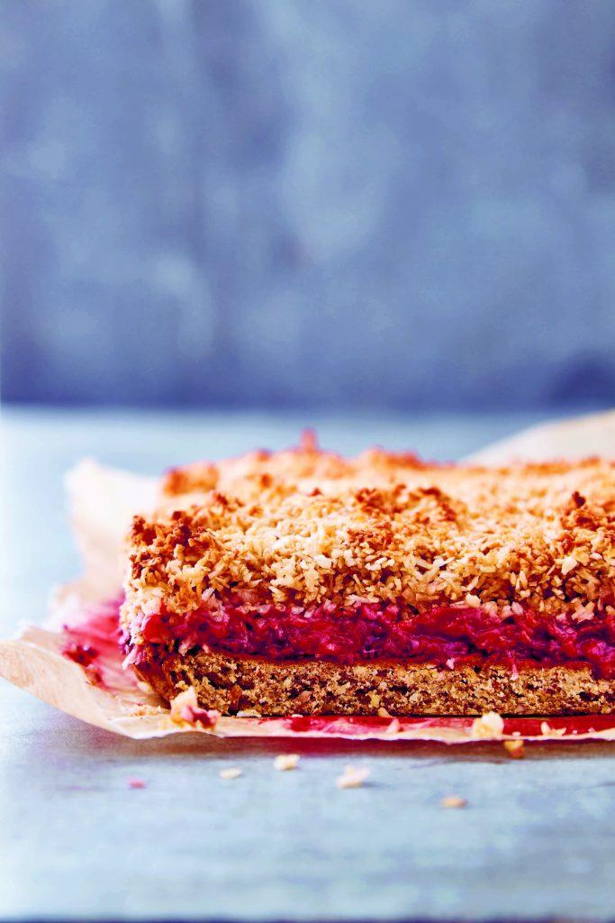 Ser den ikke lækker ud denne jordbær-kokosdrøm kage ... (Foto: Wickmann + Bendtsen)
