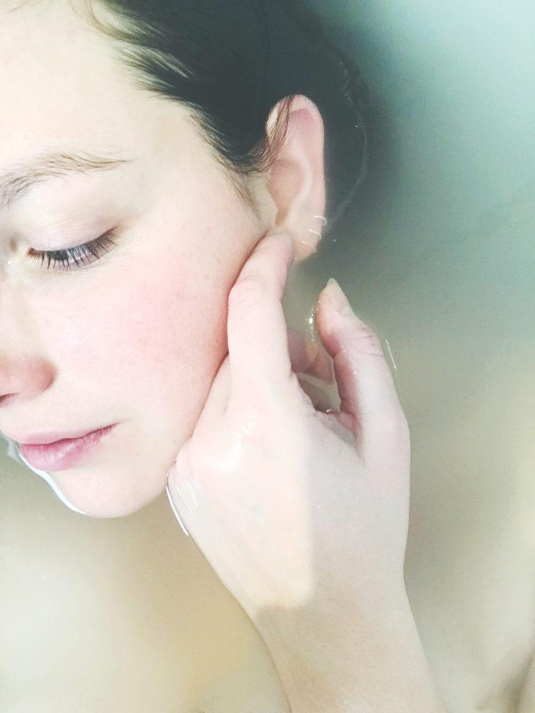 ansigt hånd hud pige kvinde (Foto: Unsplash)