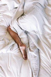 fod seng dyne sove (Foto: Unsplash)