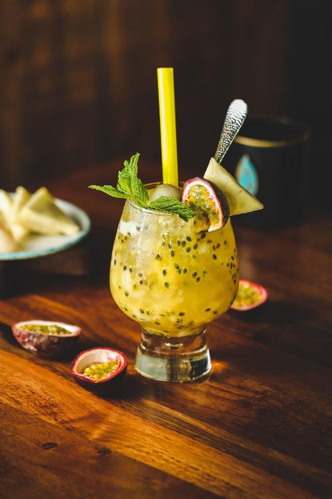 drink cocktail passionsfrugt (Foto: Unsplash)