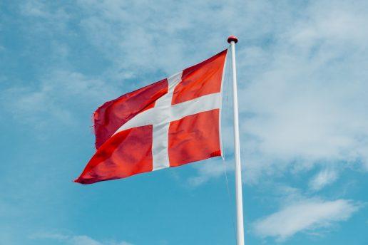 Danmark dansk flag dannebrog (Foto: Unsplash)