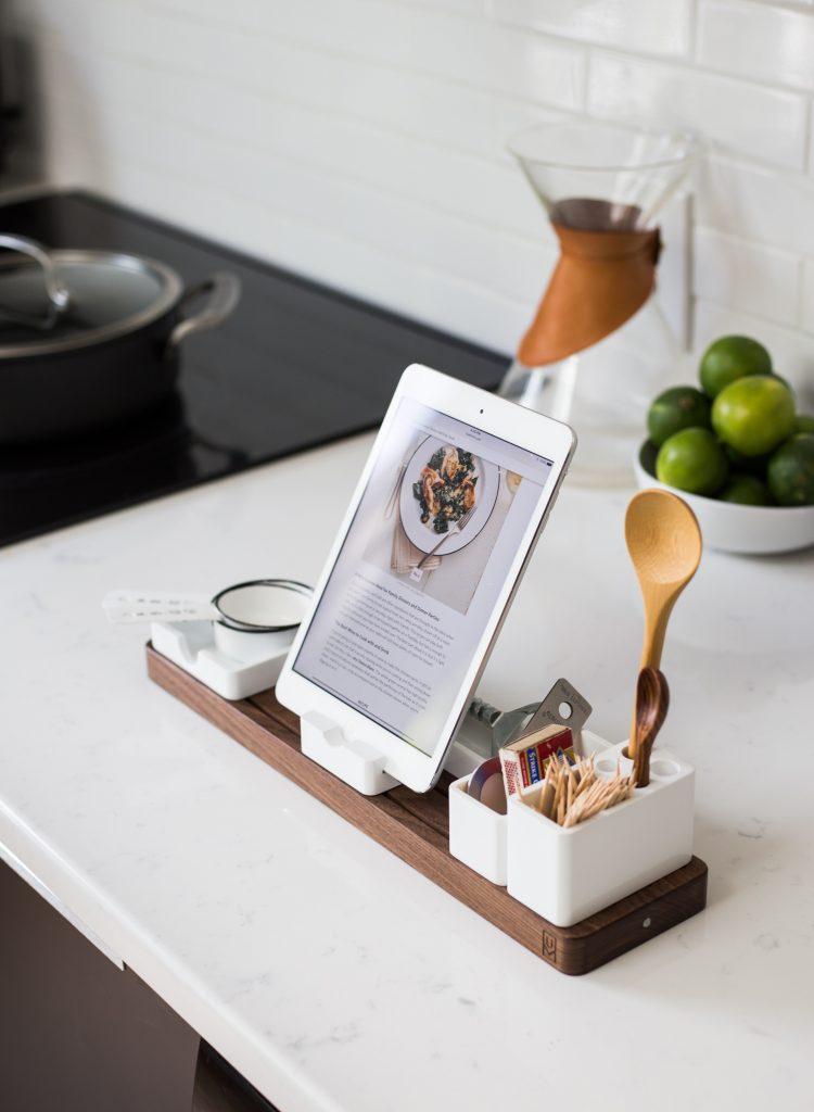 køkkenbord opskrift madlavning køkken Foto: Unsplash)