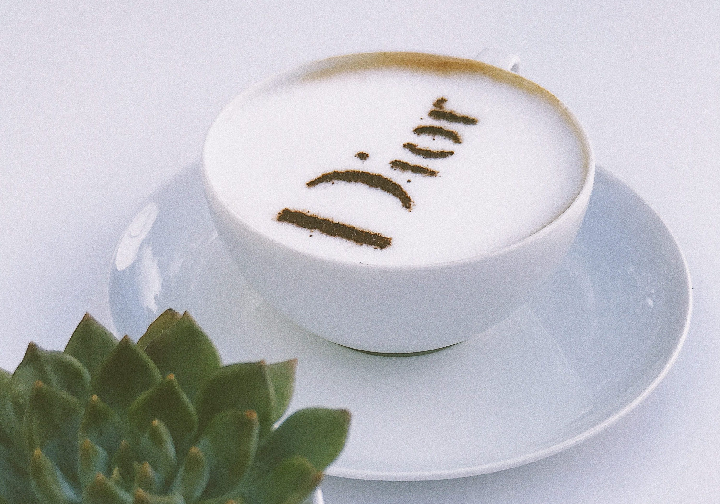 Dior, fashion, kaffe, latte. latte art. (Foto: Unsplash)