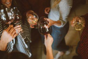 weekend, fest, party, dans, vin, vinglas, gifs. (Foto: Unsplash)