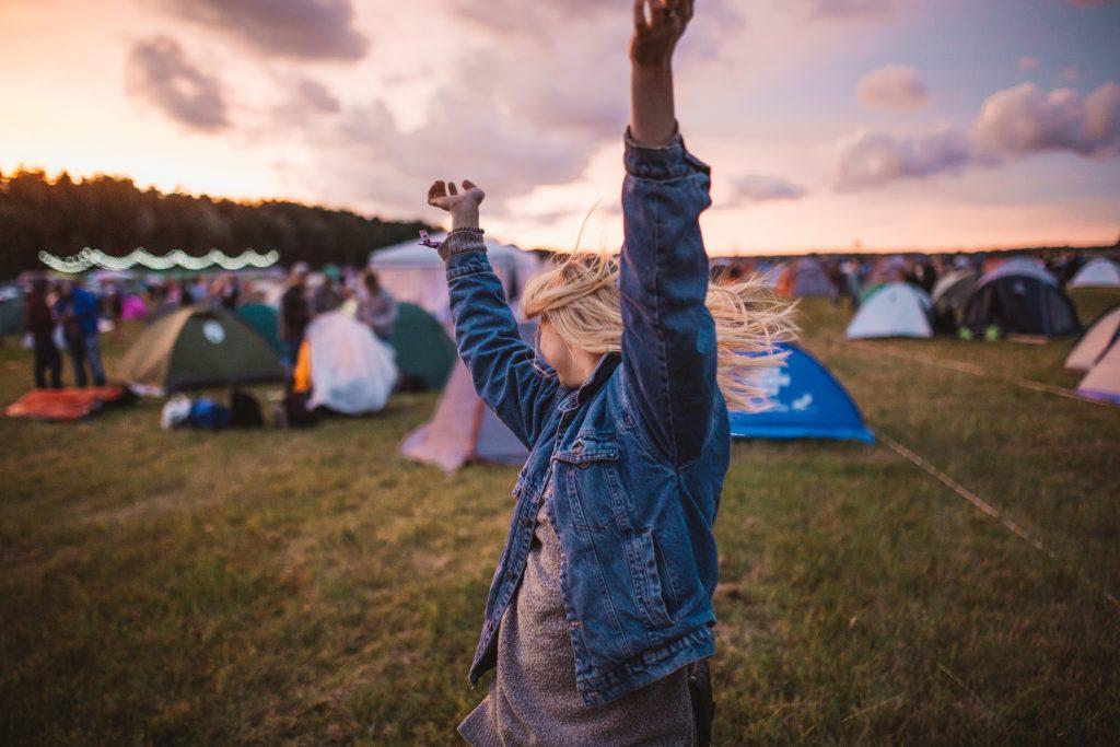 festival druk fest ferie sommer (Foto: Pexels)