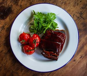 Bøf, ribeye, sovs, steak, meat, mad, food. (Foto: Unsplash)