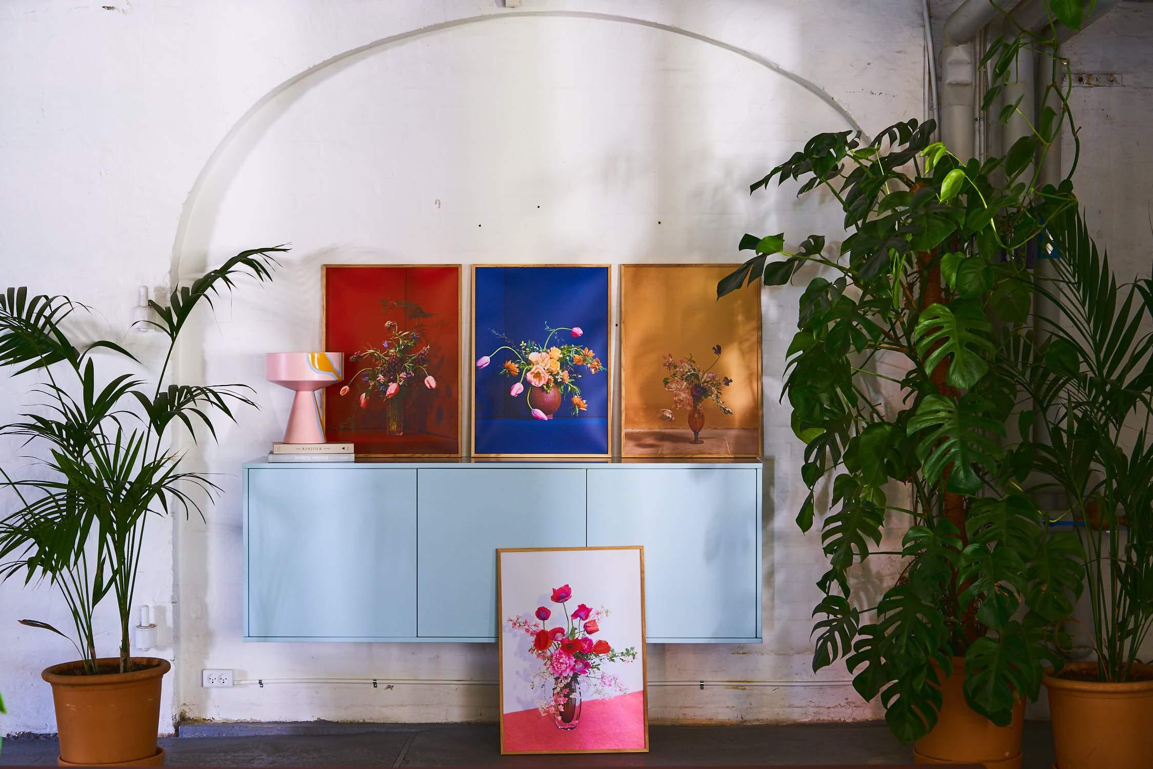 Plakat, blomster. Foto: PR)
