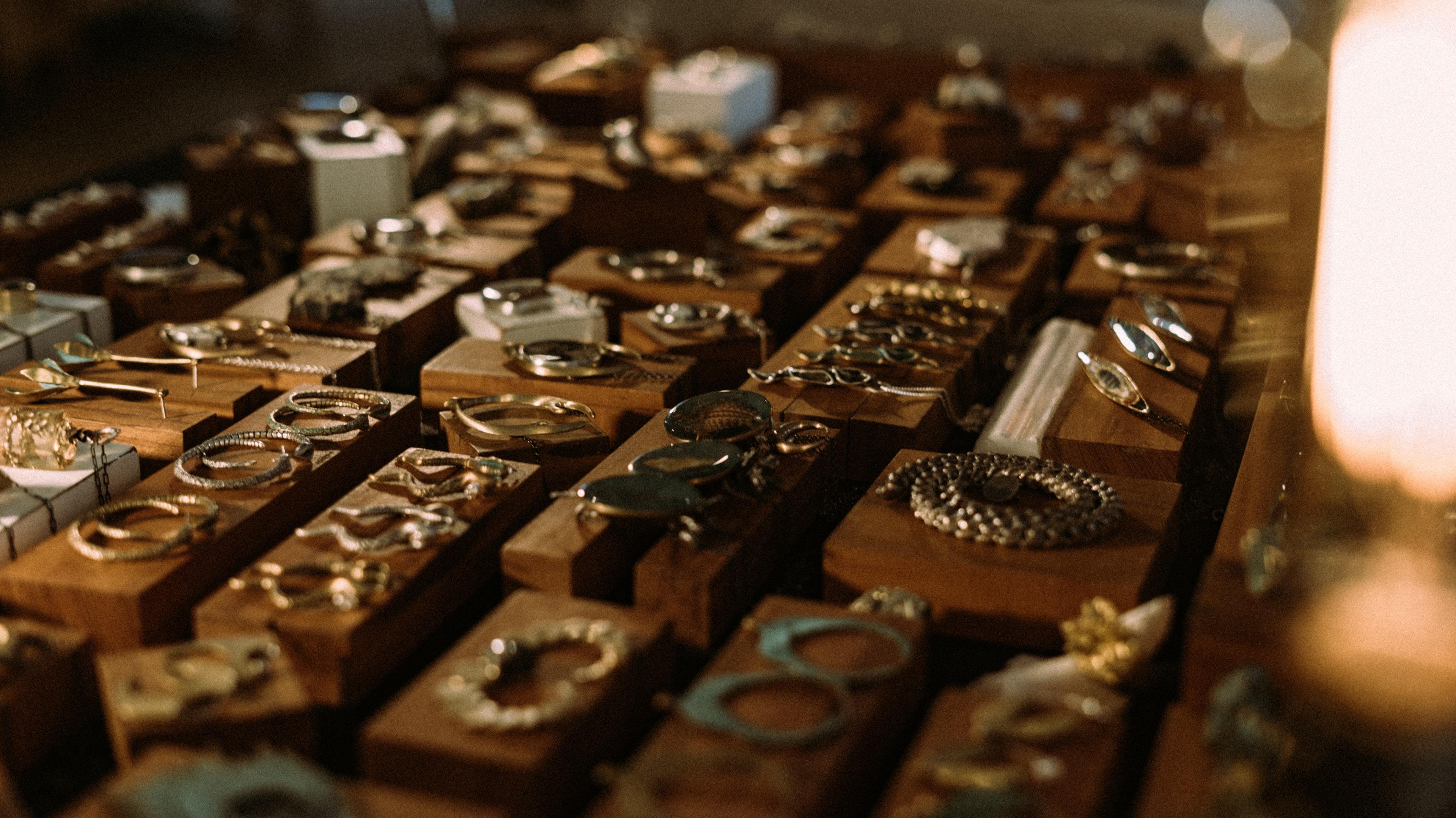 Guld, smykker, priser. (Foto: Unsplash)