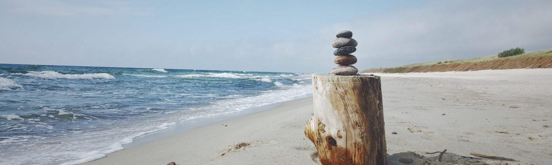 strand sand zen ro havet sen (Foto: Unsplash)