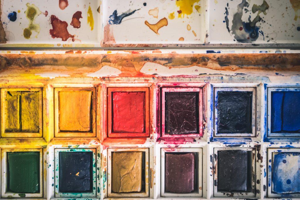 akvarel vandfarver farver farvelade (Foto: Unsplash)