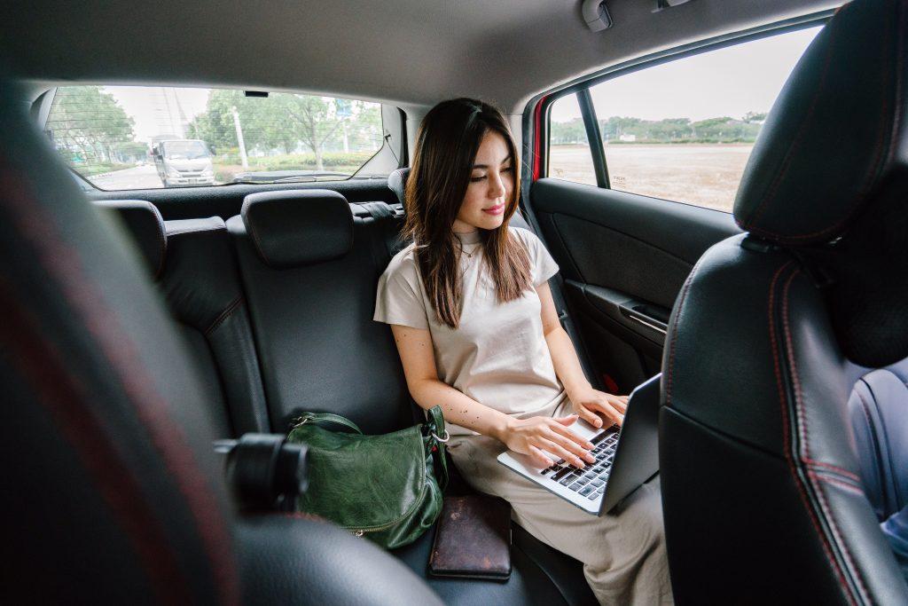 forretningsrejse business arbejde dame pige trip (Foto: Pexels)