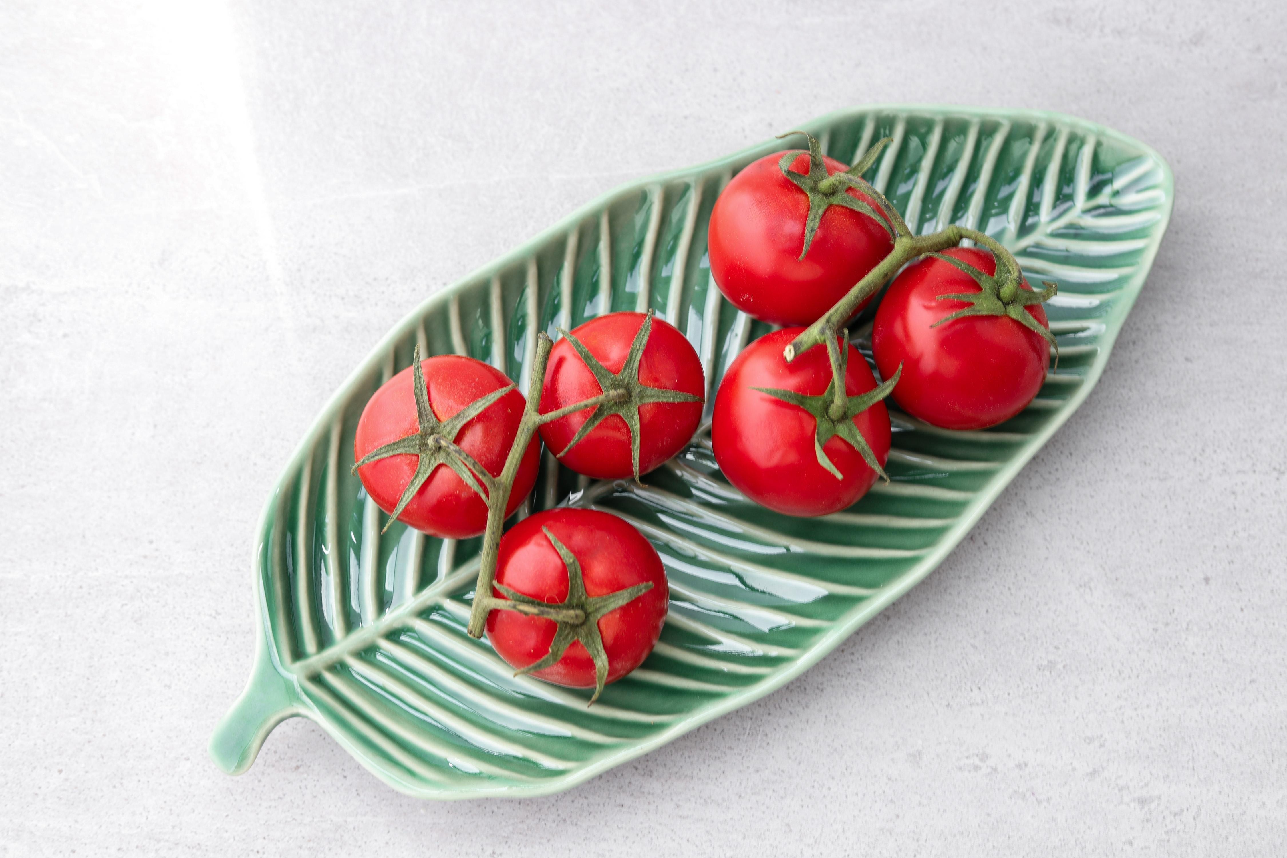 Tomat, fad, røde tomater. (Foto: Unsplash)