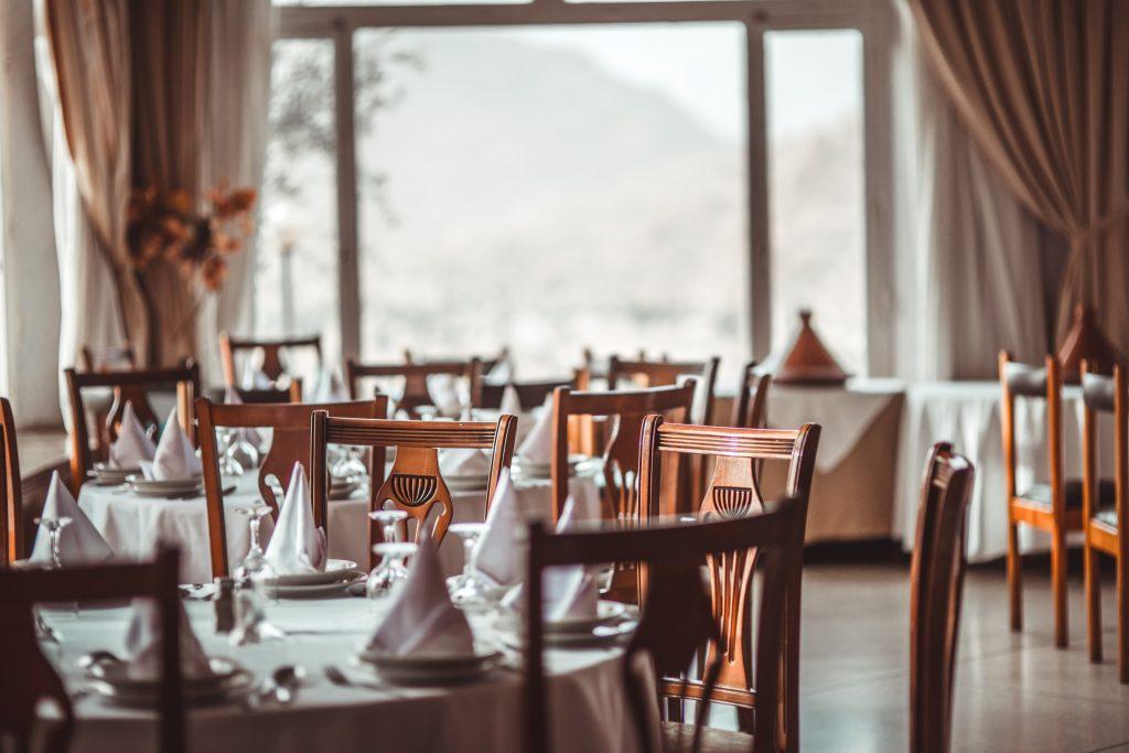hotel og restauranter, tom, corona-krise. (Foto: Unsplash)