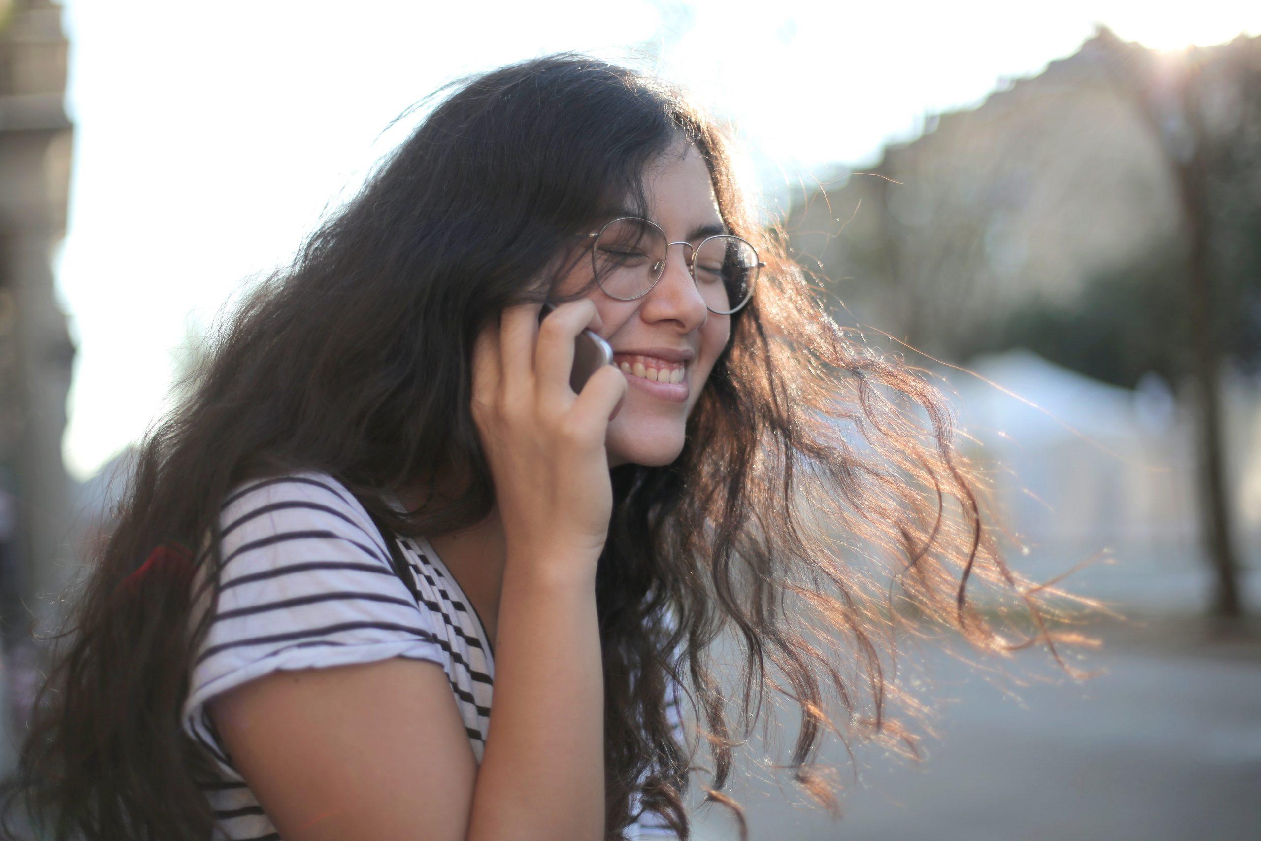 telefon, telefonsnak, samtale, glad