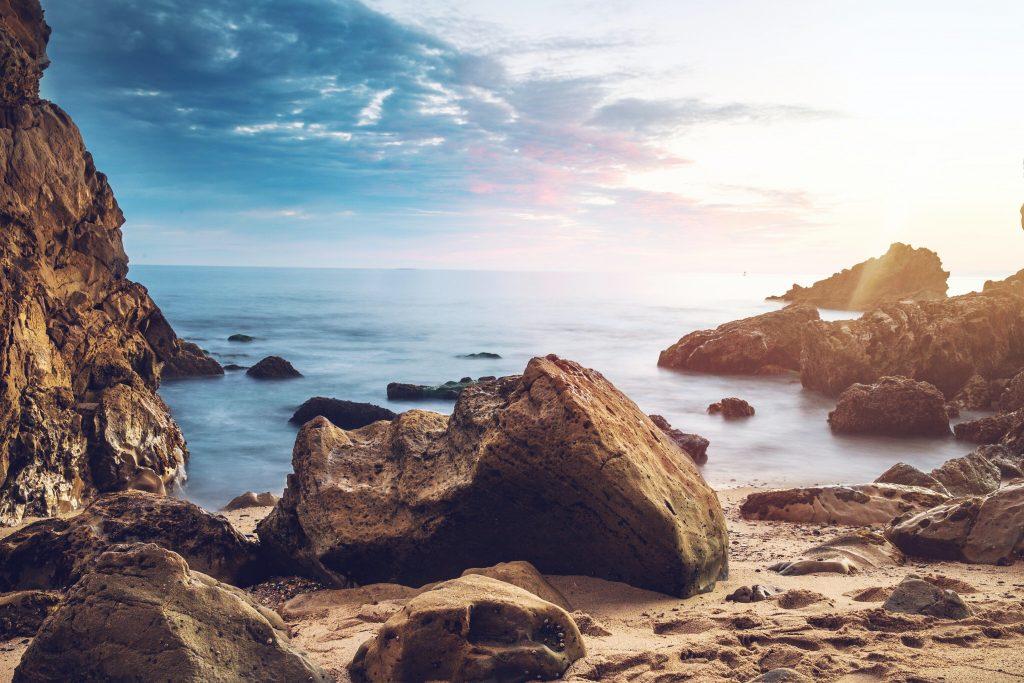 strand sten klipper (Foto: Unsplash)