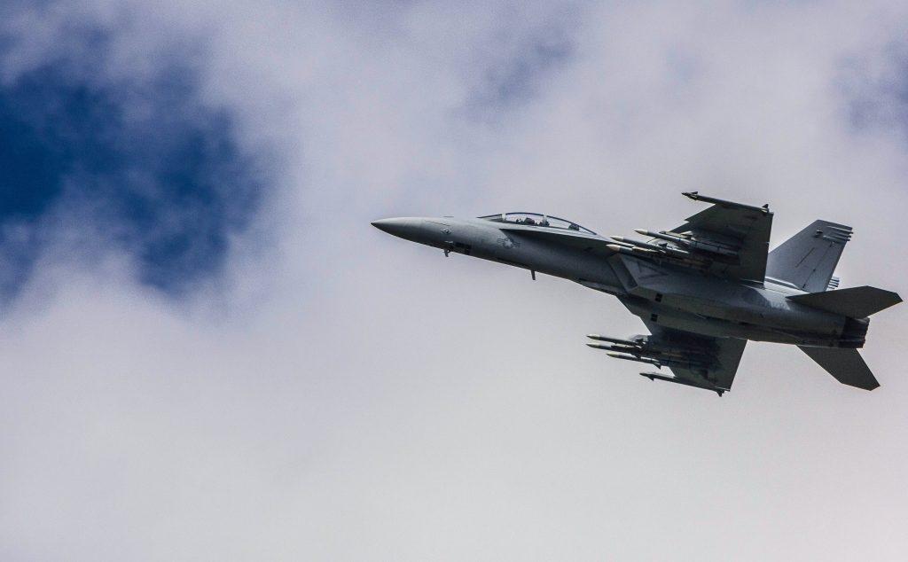kampfly jagerfly militær (Foto: Unsplash)