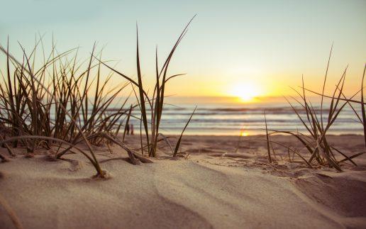 sommer strand sand solnedgang (Foto: Pexels)