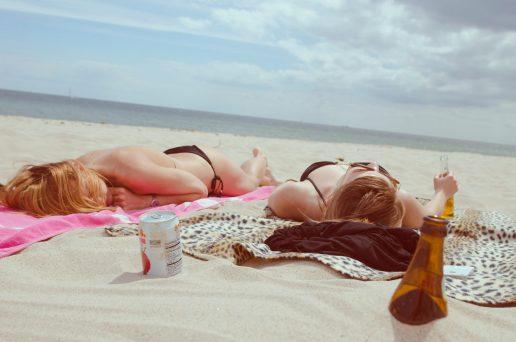 sol sommer solbadning strand (Foto: Unsplash)