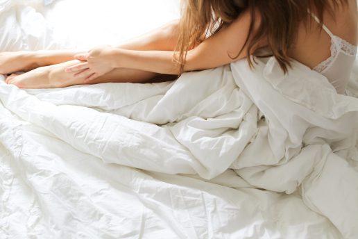 seng dyne sove træt pige (Foto: Unsplash)
