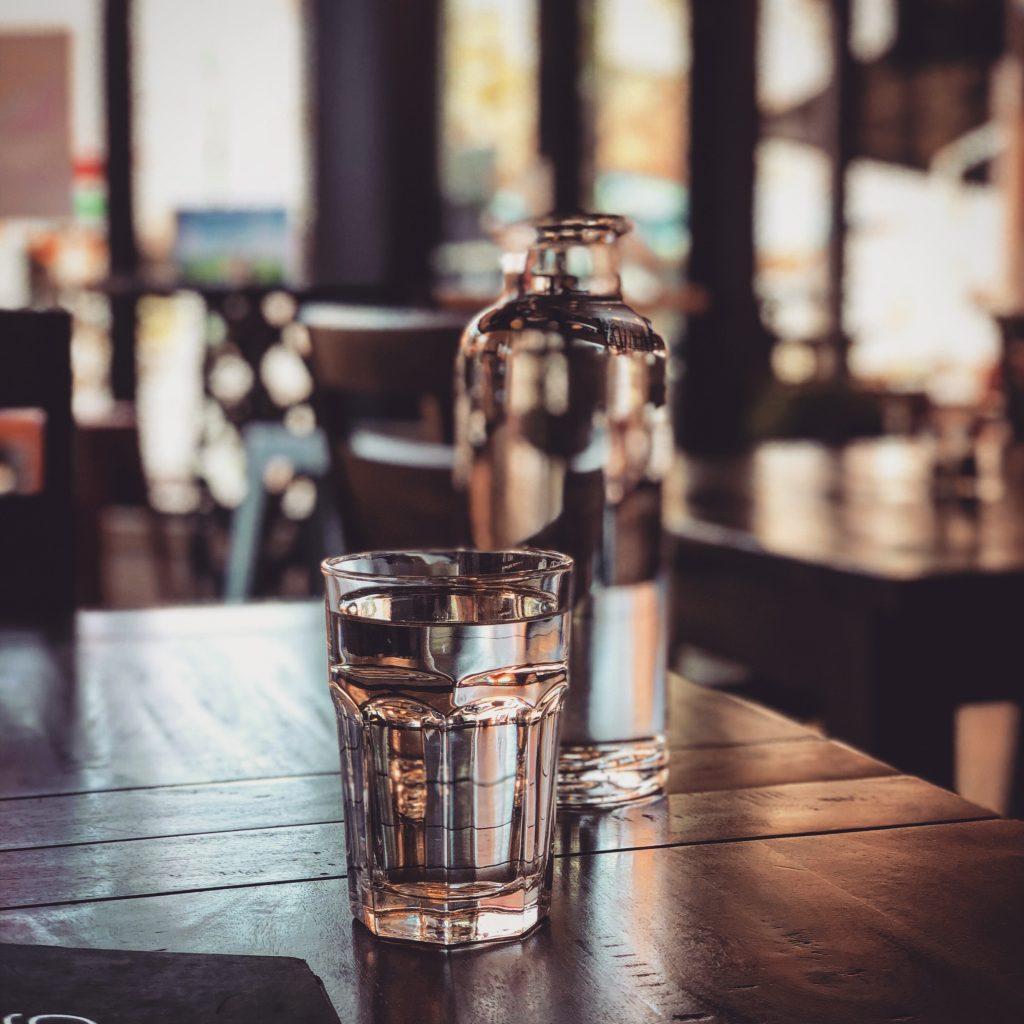 vand vandglas drikke (Foto: Unsplash)