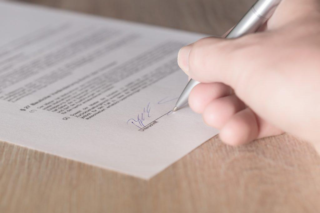 kontrakt lejekontrakt underskrive underskrift (Foto: Pixabay)