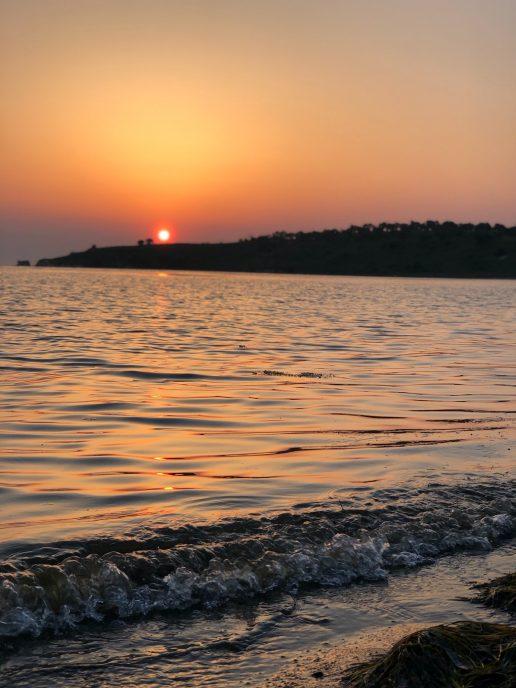 solnedgang bade vand sommer sommerferie sol (Foto: Unsplash)