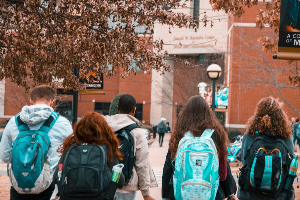 students studerende skole school backpack rygsæk (Foto: Pexels.com)