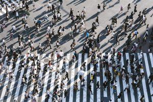 mange mennesker befolkning (Foto: Unsplash)