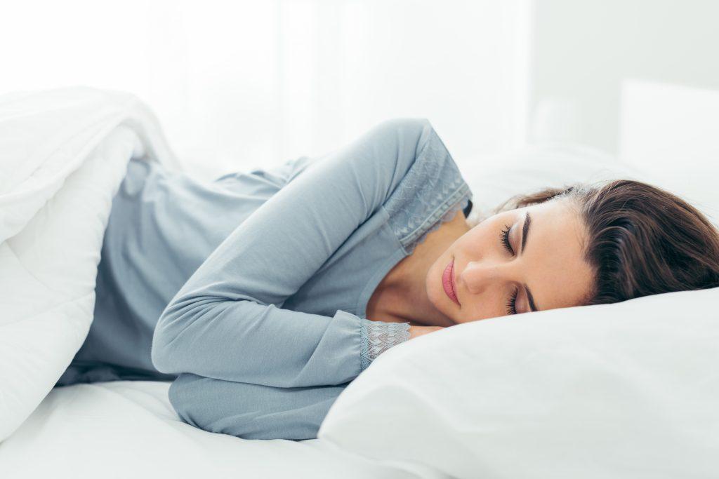 sov seng pige sovende drømmer (Foto: Shutterstock)