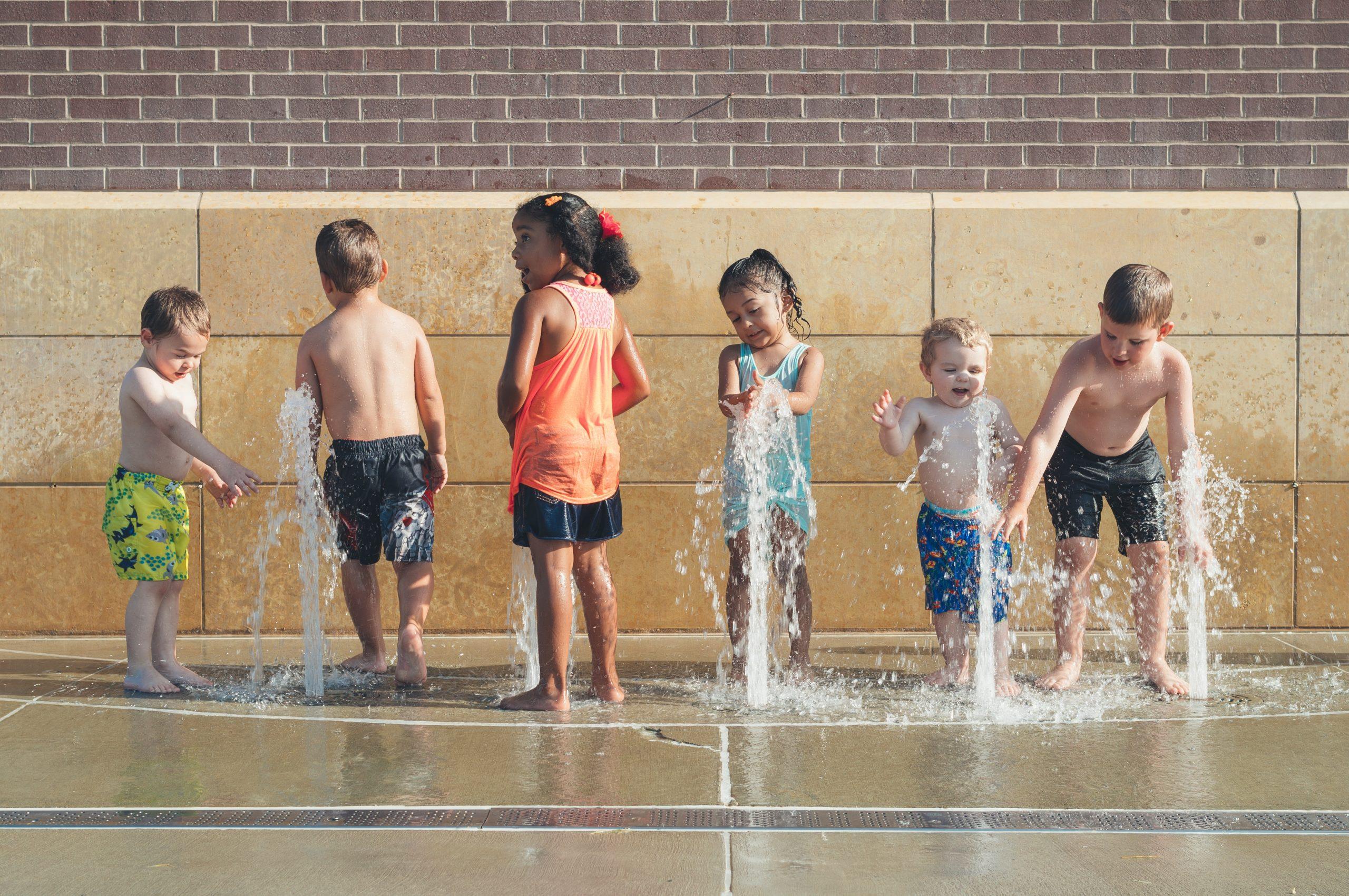 børn, leg, sommer (Foto: Unsplash)