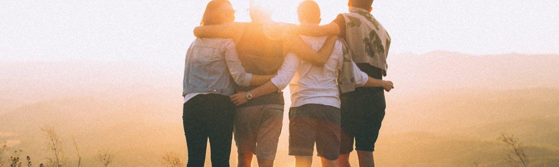 unge kram solnedgang venner (Foto: Unsplash)