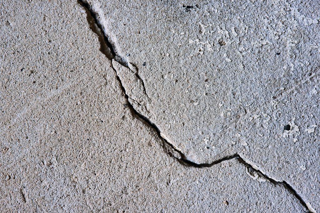 jordskælv revne (Foto: Unsplash)