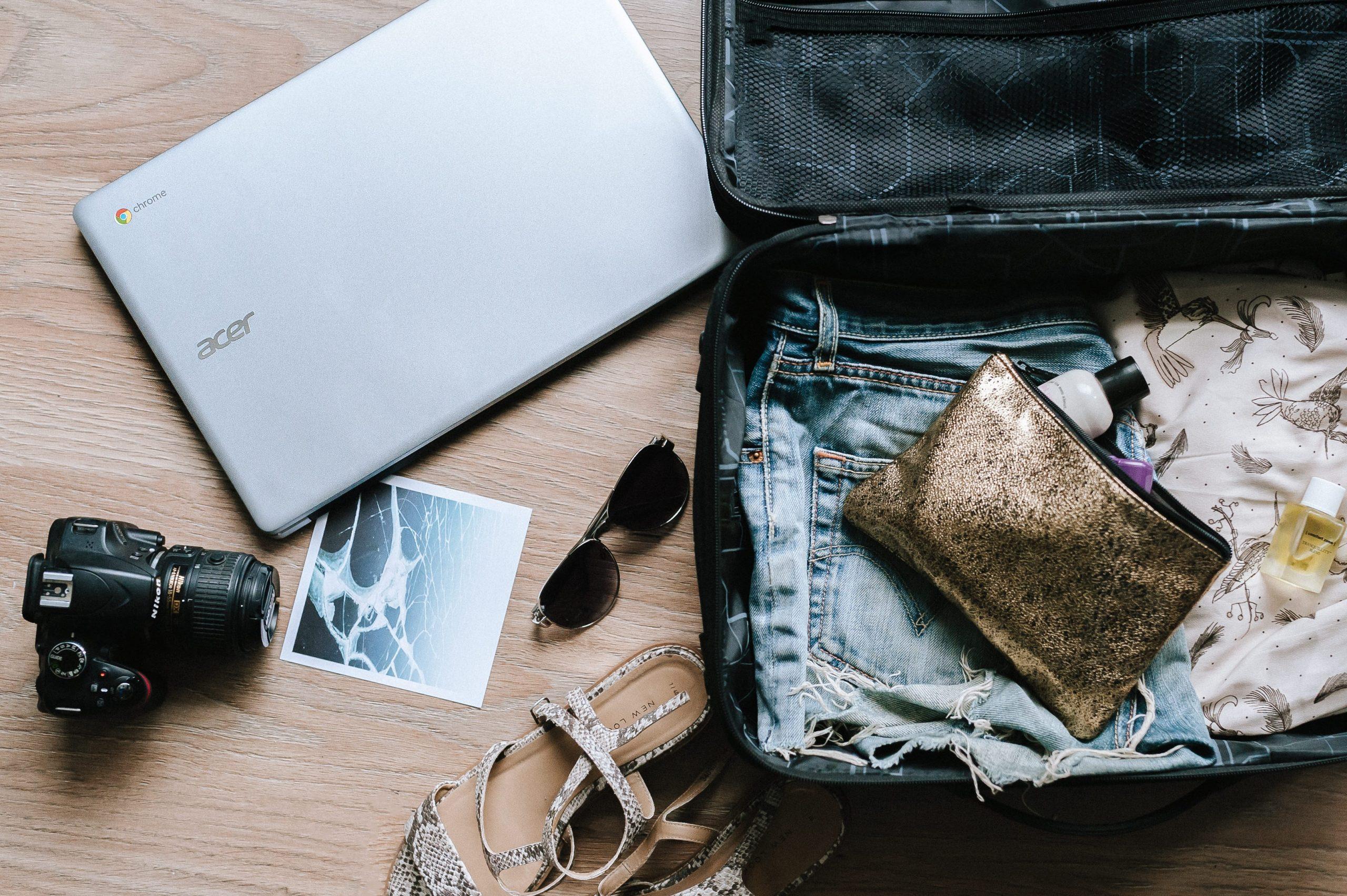 pakke, kuffert (Foto: Unsplash)