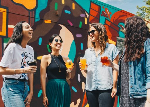 piger, kvinder, fest, øl (Foto: Unsplash)