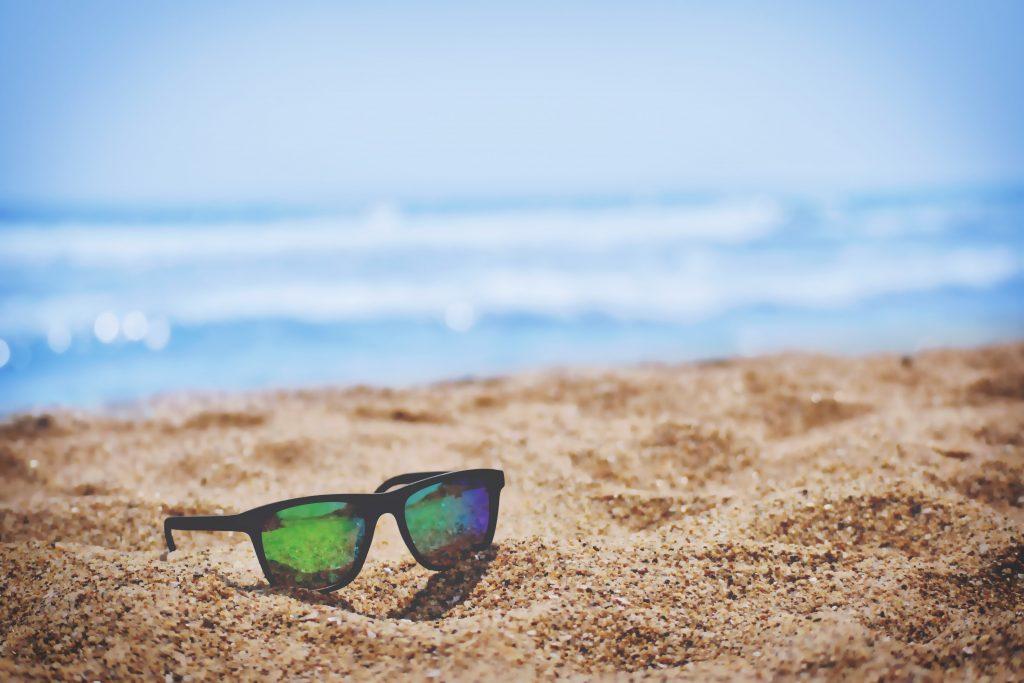 ferie, solbriller (Foto: Unsplash)