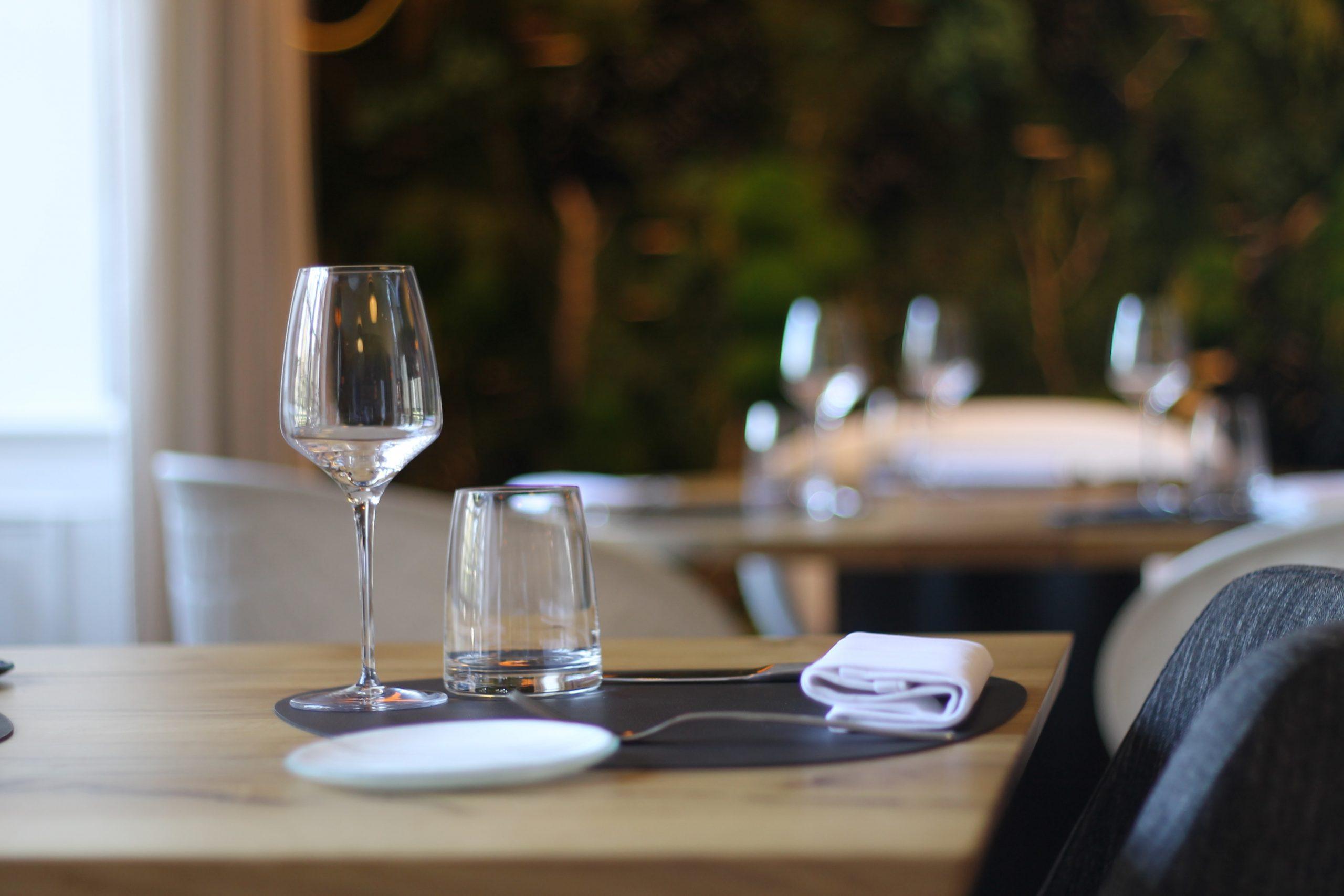 restaurant, bar Foto: Unsplash)