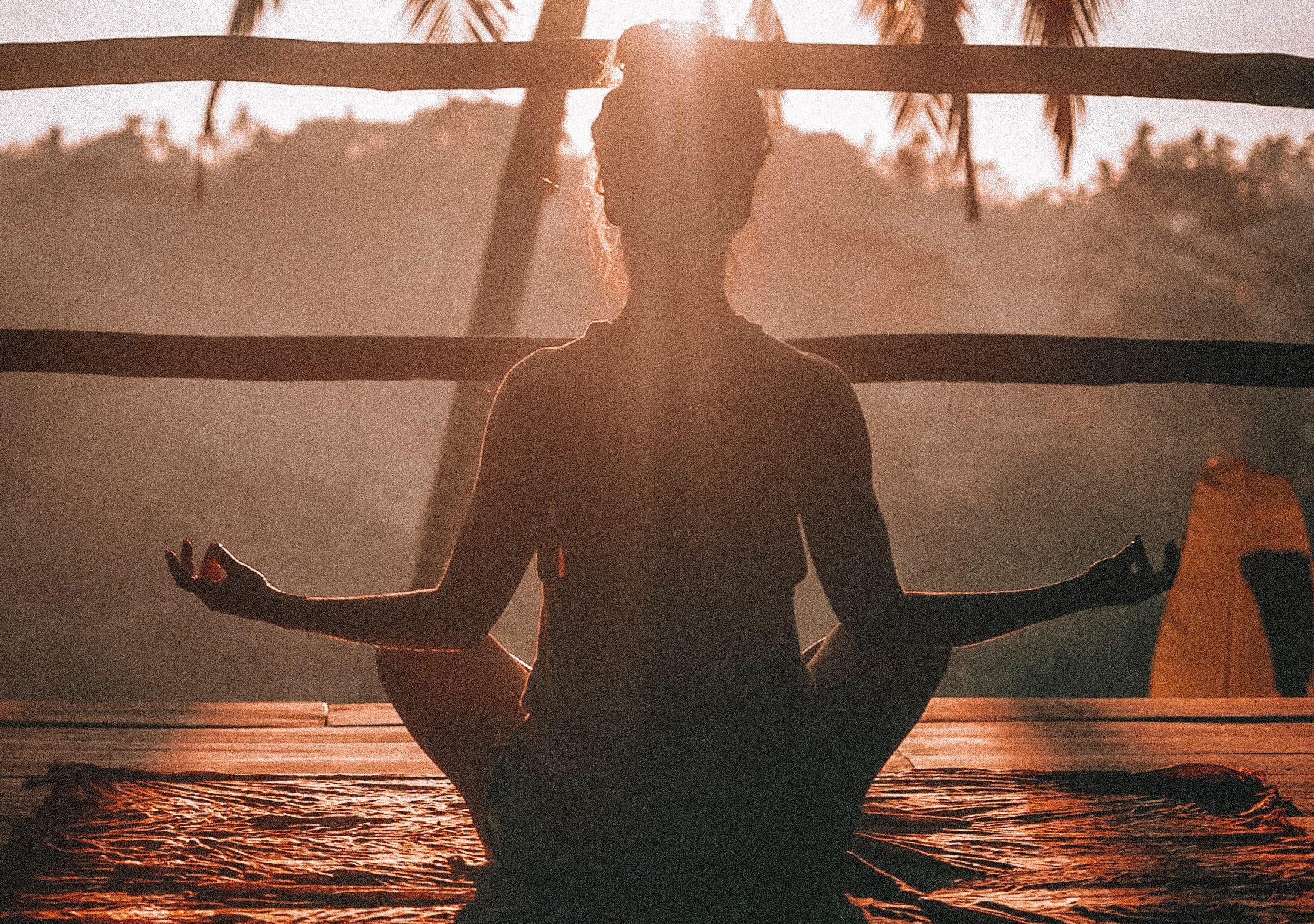 mind, yoga, tænke, pige (Foto: Unsplash)