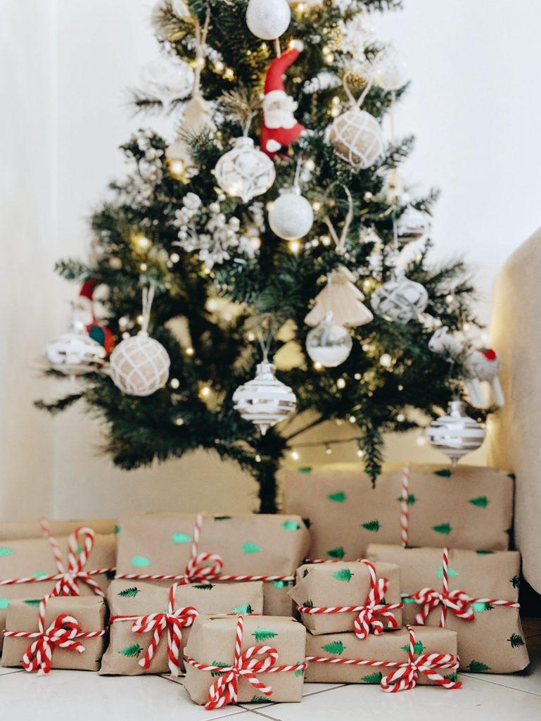 jul juletræ gaver julegaver (Foto: Unsplash)