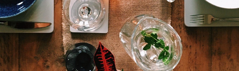 hygge bord borddækning middag (Foto: Unsplash)