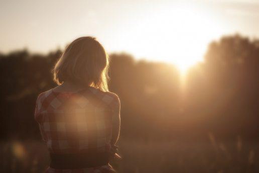kvinde tænke tænker sol repetition (Foto: Visualhunt)