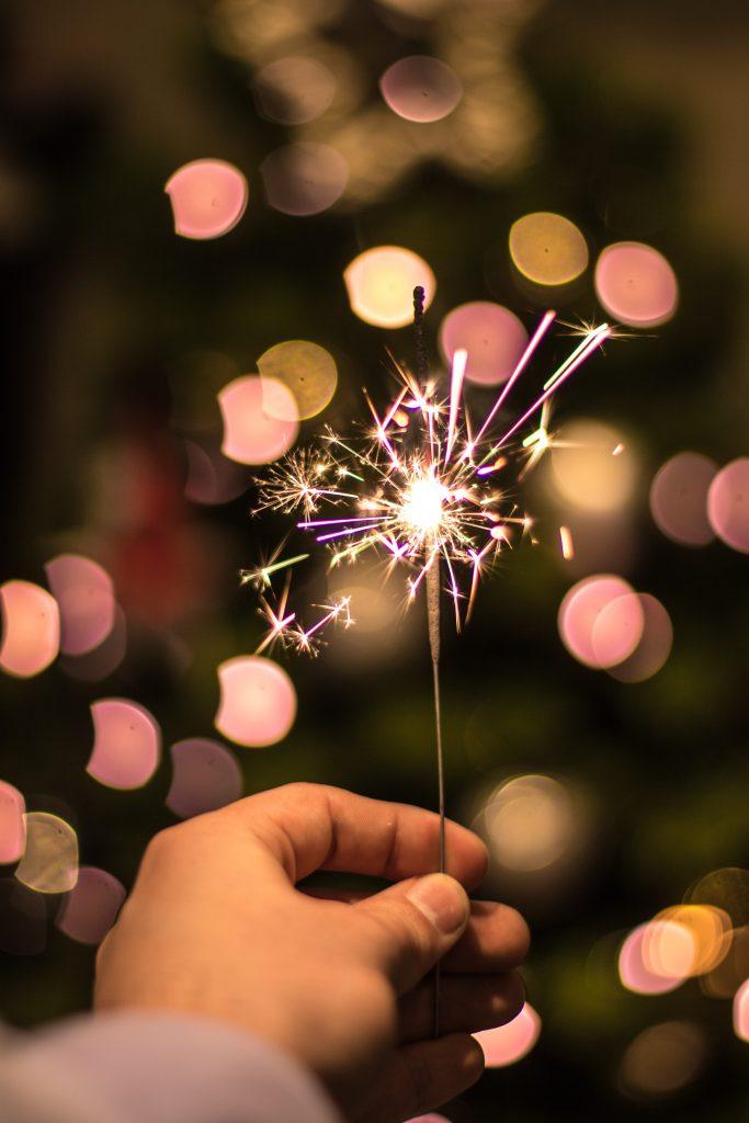 håb barn hånd stjernekaster (Foto: Unsplash)