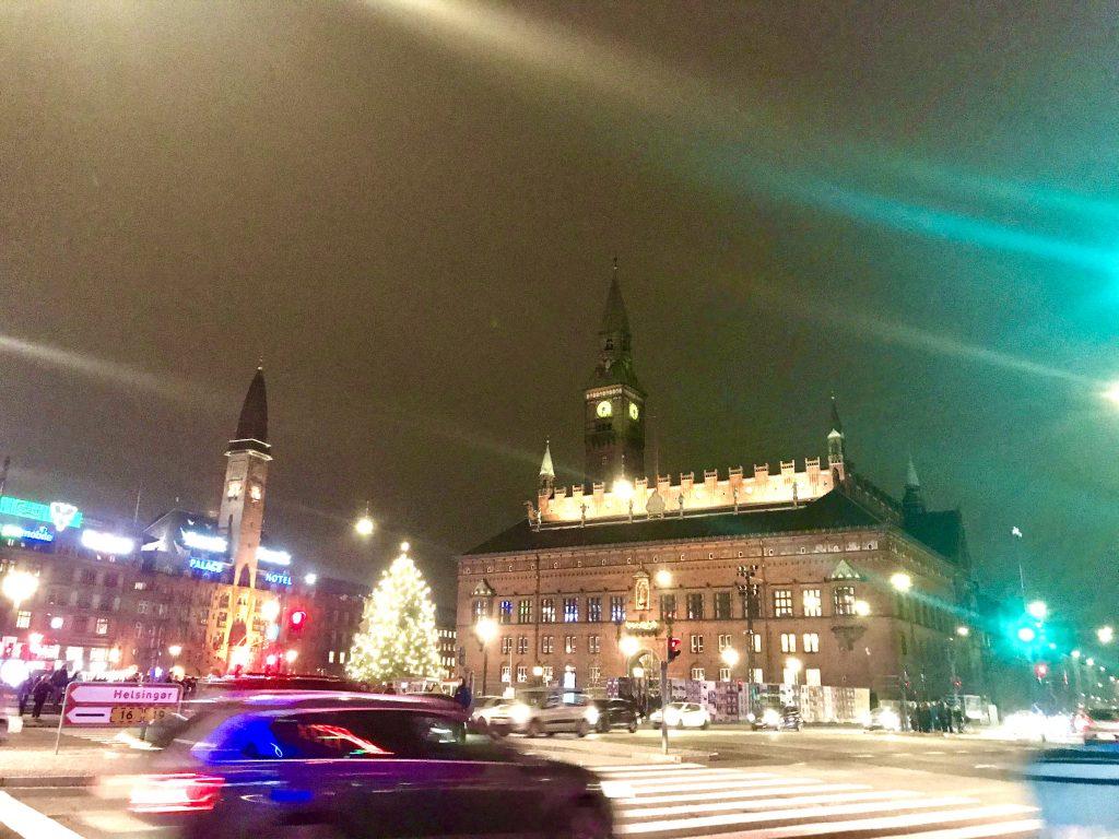rådhuspladsen københavn juletræ trafik (Foto: MY DAILY SPACE)