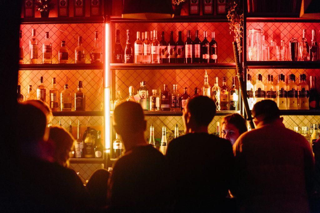 bar drink fest (Foto: Unsplash)