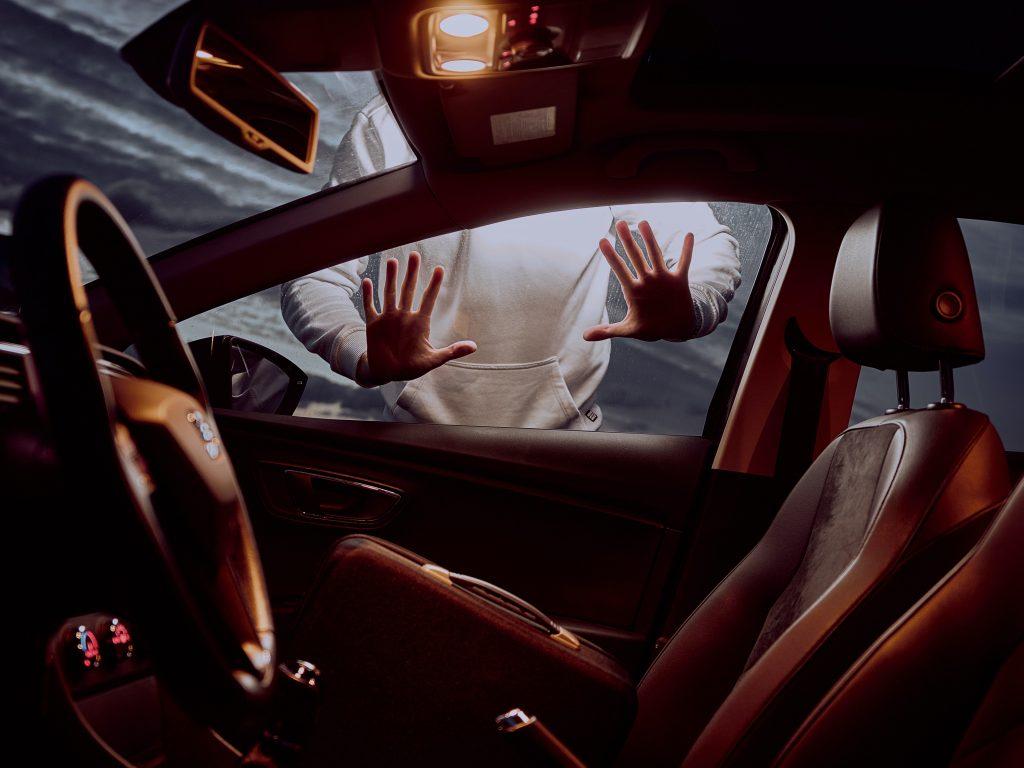 tyv tyveri biltyveri stjæle (Foto: Unsplash)