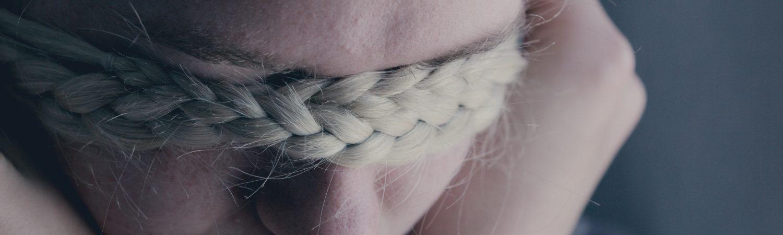 sårbar uperfekt selvværd fletning pige trist (Foto: Unsplash)
