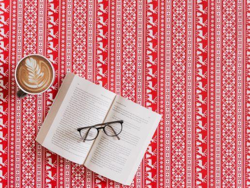 bog jul briller (Foto: Unsplash)