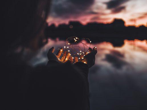 horisont pige hænder lys hjerte tanker (Foto: Unsplash)